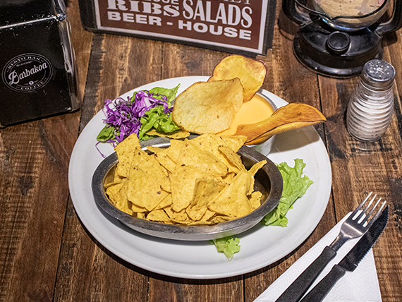 Nachos con cheddar o salsa tex-mex