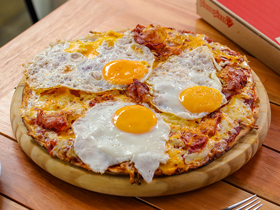 Pizza con panceta y huevo (32 cm)