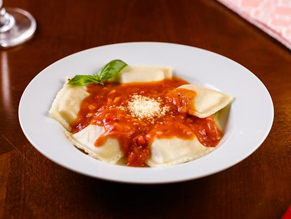 Raviolones con salsa