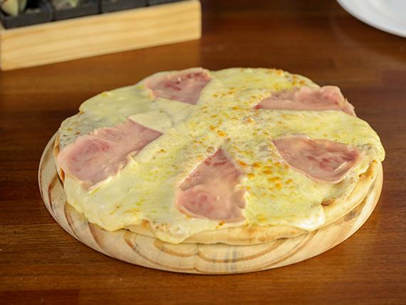 Pizzeta con muzzarella y jamón