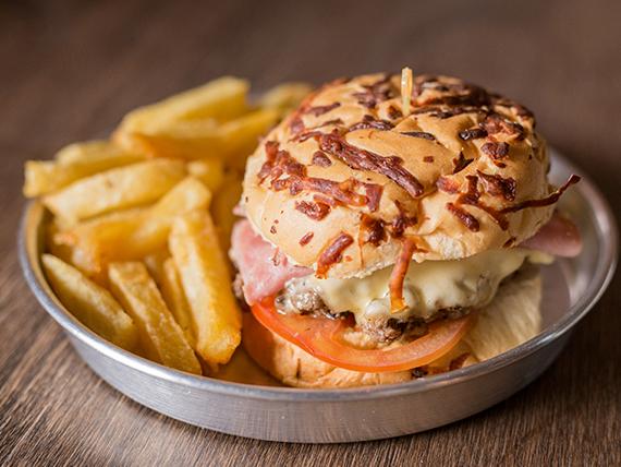 Promo -  Hamburguesa con jamón, queso y tomate + porción de papas fritas + lata Pepsi 354 ml