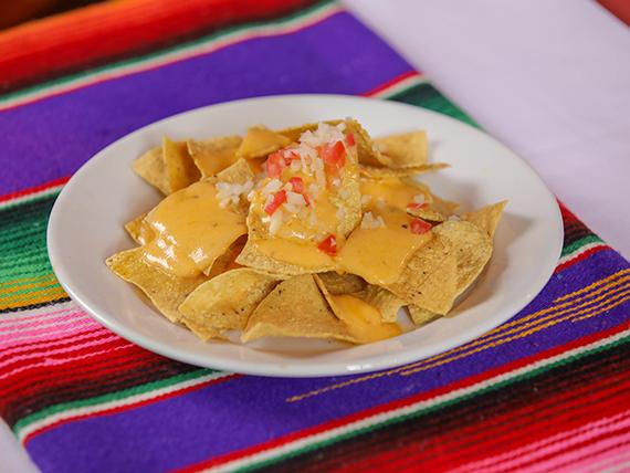 Cheddar crispy nachos