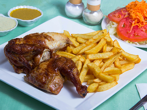 Promo 2 - 1/2 pollo a las brasas + papas fritas medianas + ensalada + salsas peruanas