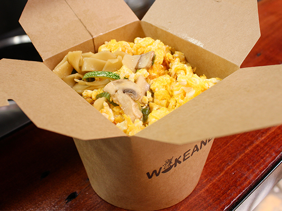 Wok B - Wok Thai, Vegetariano o Vegano - Base + proteína + 2 vegetales + salsa