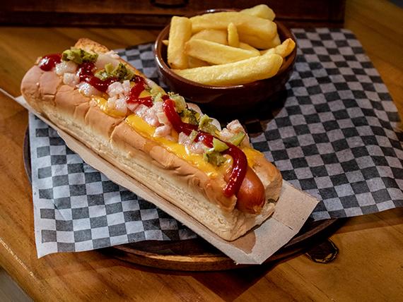 Hog dog americano con papas fritas