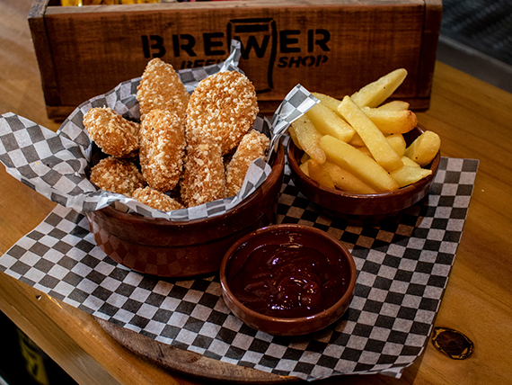 Nuggets de pollo con papas fritas y salsa barbacoa (10 unidades)