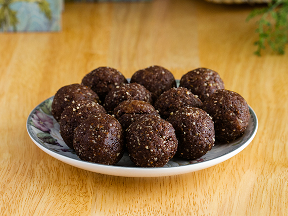 Almond, cacao energy bites