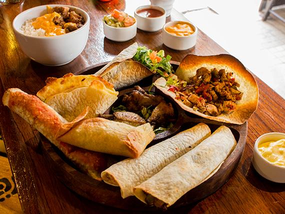 Tabla de degustación mexicana (comen dos, pican cuatro)