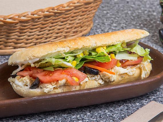 Brunch - Sándwich ciabatta masa madre pollo o vegetariano + bebida personal