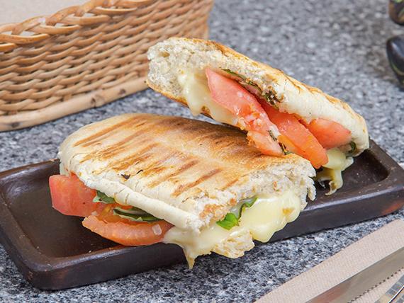 Sándwich ciabatta con tomate y albahaca (30 cm)