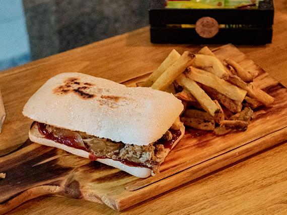 Sándwich largwich con papas fritas