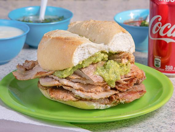 Sándwich de lomo con palta y mayonesa + bebida 350 ml