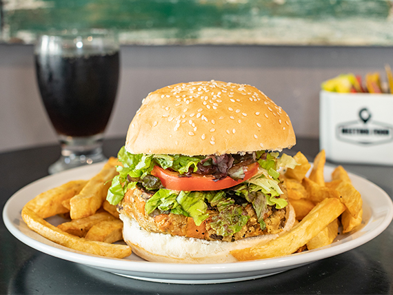 Hamburguesa veggie con papas fritas