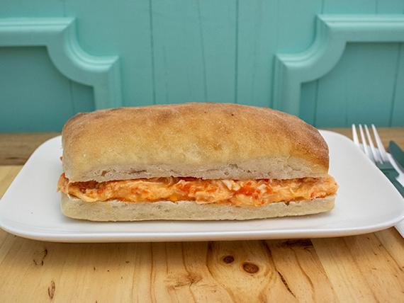 Sándwich de pollo con pimentón