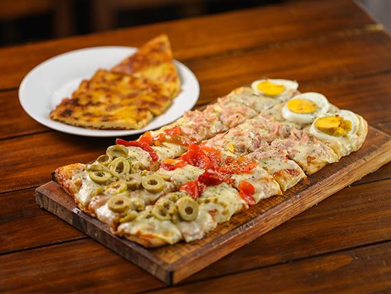 Promo - Tabla de muzzarella: 2 pizzas muzzarella con 2 gustos a elección + fainá