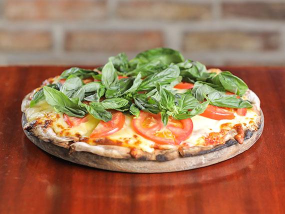 Promo - Pizzeta americana con muzzarella y dos gustos + cerveza Pilsen  gaseosa de 1  L