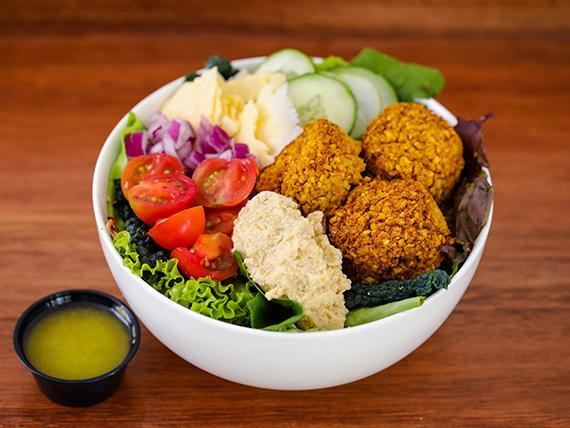 Hummus & falafel salad