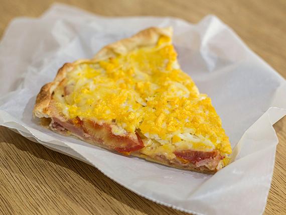 Tarta de jamón, queso, tomate y huevo (porción)