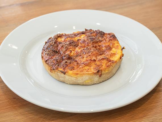 Tarta de jamón y queso sardo con crema de leche