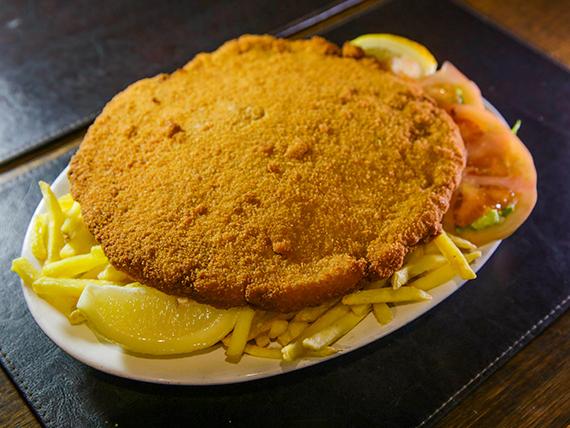 Milanesa al plato con papas fritas y ensalada
