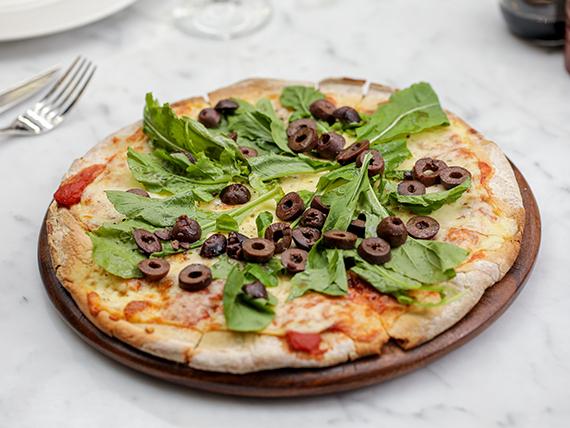 Pizzeta para 2 con muzzarella, rúcula y olivas negras