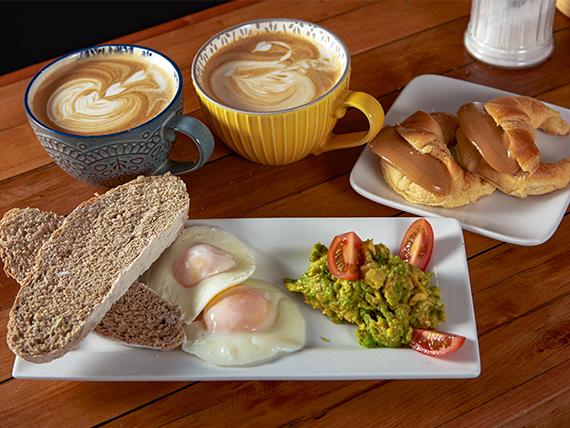 Desayuno para 2 - 2 Capuccinos + tostadas con palta + 2 medialunas rellenas