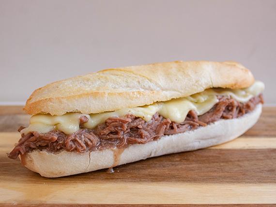 Sándwich de Mechada Luco