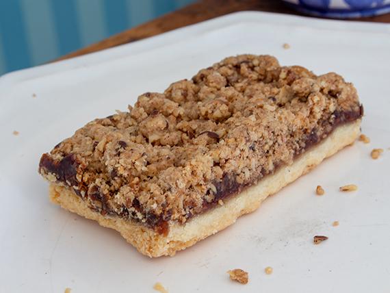 Brownie de frambuesa, avena y frutos secos