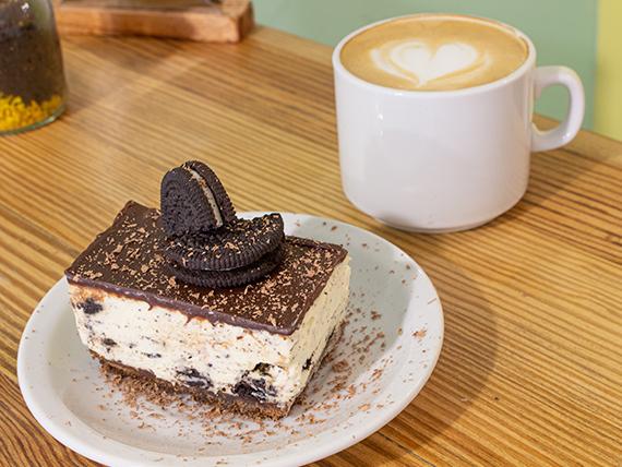 Desayuno y merienda - Café con leche o té + porción de torta