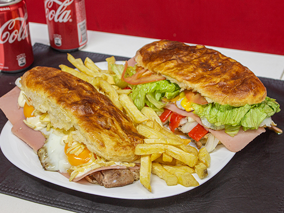 Promo - 2 Sándwiches de bondiola a elección + papas fritas + 2 latas de Coca Cola mini