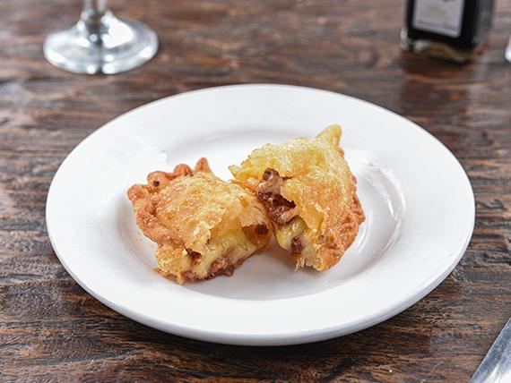 Empanada queso y longaniza