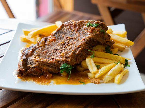 Carne mechada + papas fritas