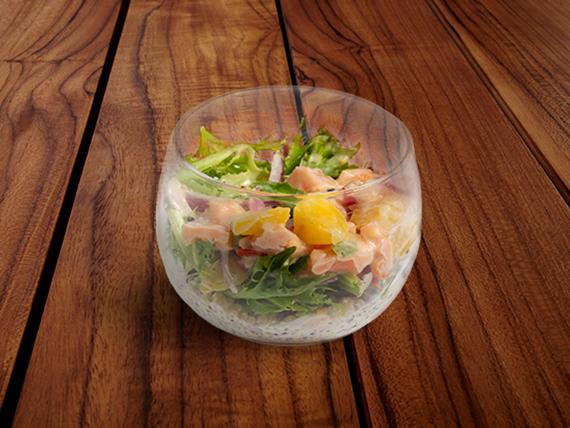 Pote ensalada de ceviche de salmón, mango y quinoa