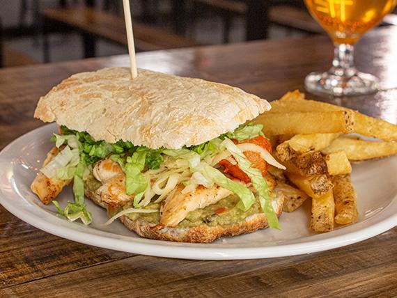 Avocado chicken sándwich