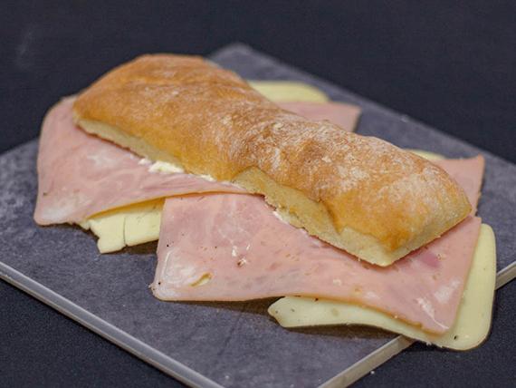 Bocata de jamón y queso