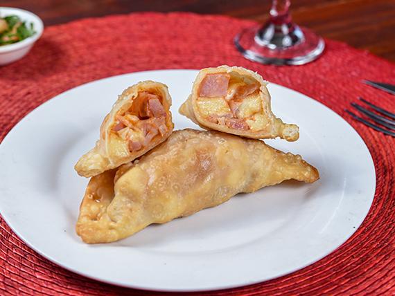 Empanada clásica de jamón y queso
