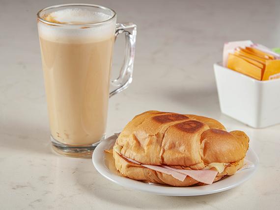 Promo desayuno - croissant  jamón y queso + café