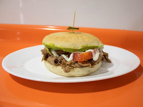 Sándwich con carne + 2 ingredientes + mayonesa