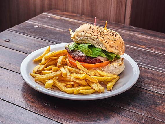 Sándwich italiano con papas fritas