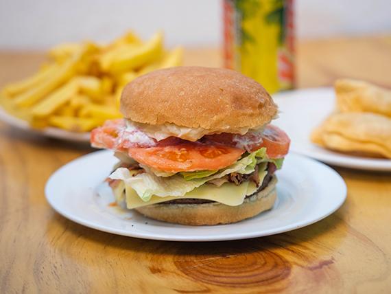 Combo 5- Hamburguesa americana + papas + bebida + 3 empanadas de queso