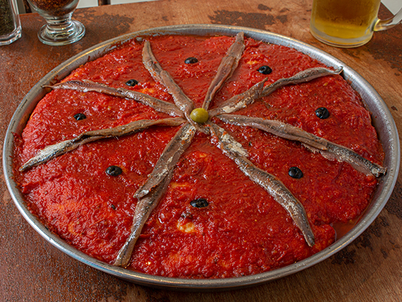 Pizza mozzarella con anchoas