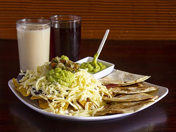 Porción de Nachos + Sincronizadas + Dos Bebidas de la Casa