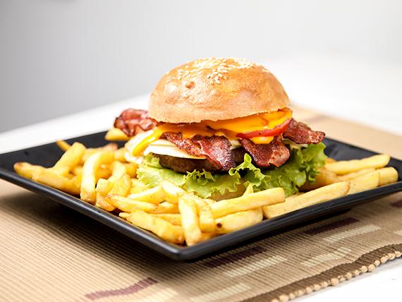 #1 Hamburguesa con tomate, lechuga, huevo, queso y panceta