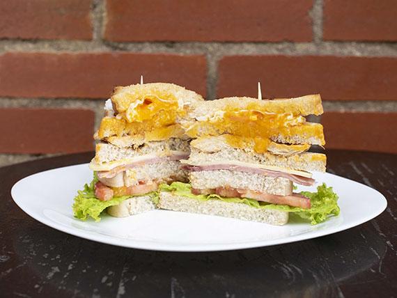 Sándwich de 4 Pisos