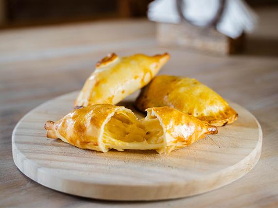 Empanada cuatro quesos