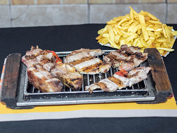 Promo 40 - Popurri de cerdo, costillitas, pechito, bondiola con fritas