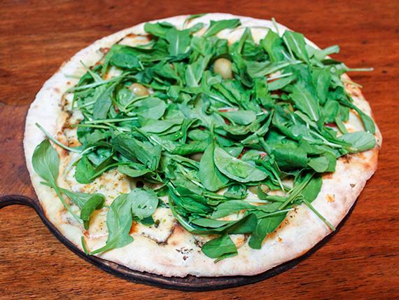 Pizza con mozzarella y rúcula