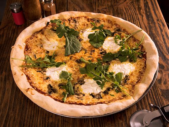 Pizza grand má
