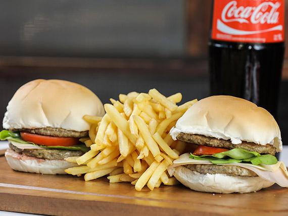 Promo 9 - 2 hamburguesas Paco Milón + 2 porciones de papas fritas + Coca Cola 1 L