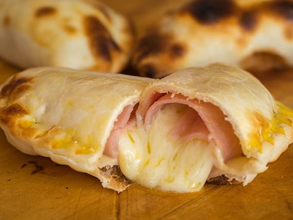Empanada de jamón y queso al horno